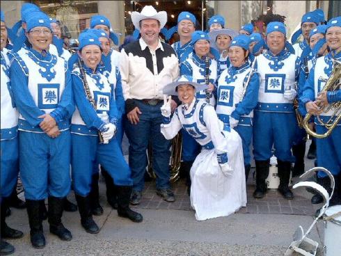 Kenney_FalunDafa_marchingband